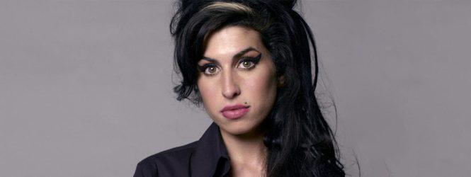 Padre de Amy Winehouse prepara una película biográfica sobre la artista, que saldrá entre 2021 y 2022