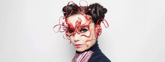 Björk presenta una nueva versión de 'Cosmogony' acompañada del coro al que perteneció cuando era adolescente