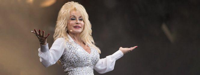 Dolly Parton: una de las figuras que financió la vacuna contra el Covid-19 desarrollada por Moderna